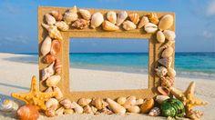 la spiaggia fa da cornice