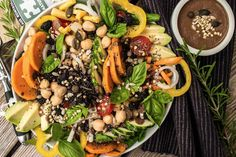 buddha bowl Superfood, Avocado, Buddha Bowl, Vegan, Black Eyed Peas, Cobb Salad, Salads, Ethnic Recipes, Spice