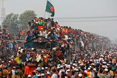 When I just saw this pictures I though it was made by Photoshop, how could the train runs with this thousand people around it. But it is real happen in Bangladesh specially when there are National Festivals/ceremonies holiday.