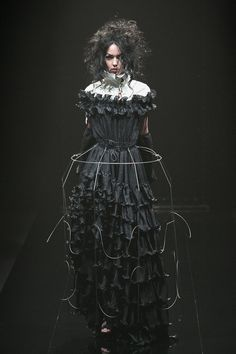 Dark Fashion - ruffled black dress with wire cage skirt; sculptural fashion // Alice Auaa