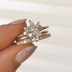 A bit of bling weddingring weddingplanner mr mrs love diamonds weddingproposal weddingpro Natural Diamonds, Round Diamonds, Grunge, Ootd, Amai, Wedding Bands, Wedding Ring, Dream Wedding, Couture