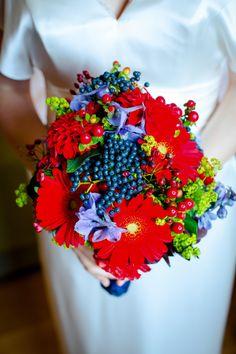 #Brautstrauss - rot, blau, herbstlich  Foto: www.aufwolke7.de