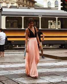 Long Skirts: Veja como usar as maxi saias - Glanz The Dress, Dress Skirt, Fiesta Outfit, Evening Dresses, Formal Dresses, Looks Vintage, Elegant Outfit, Classy Women, Mode Inspiration