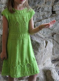 pattern can not be read, but the dress is sooooo nice! Easy Knitting Patterns, Knitting For Kids, Crochet For Kids, Baby Knitting, Girls Knitted Dress, Knit Baby Dress, Baby Pullover, Baby Girl Dresses, Crochet Clothes