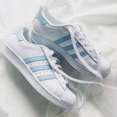 Wheretoget - White Adidas Superstar sneakers with baby blue stripes