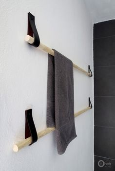 DIY Towel hanger - Ohoh deco - Really cool idea for a DIY towel holder upcycled. - DIY Towel hanger – Ohoh deco – Really cool idea for a DIY towel holder upcycled belt