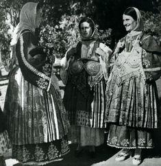 Γυναίκες από το Τρίκερι Μαγνησίας, Θεσσαλία, με τοπική ενδυμασία