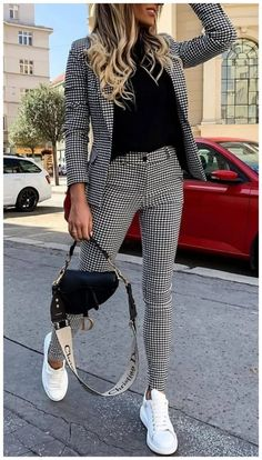 50 Amazing Women Suits and Sneaker Trend Educabit - 50 Amazing Women Suits and Sneaker Trend Educabit Source by emmaulbricht - Casual Work Outfits, Mode Outfits, Classy Outfits, Stylish Outfits, Cute Office Outfits, Casual Interview Outfits, Work Outfits Women Winter Office Style, Office Attire Women Professional Outfits, Semi Casual Outfit Women