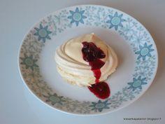 Kissankäpälä: Pienet karpalo-kinuskipavlovat, cranberry caramel ...