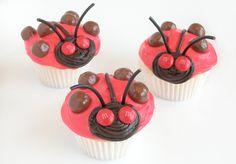 Cupcakes decorados con forma de mariquita para Pascua