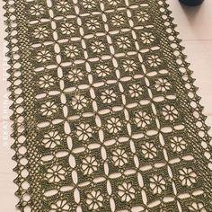Tecendo Artes em Crochet: Trilho de Mesa Clássico Crochet Motif, Tatting, Rugs, Home Decor, Crochet Hearts, Centerpieces, Spool Knitting, Farmhouse Rugs, Decoration Home