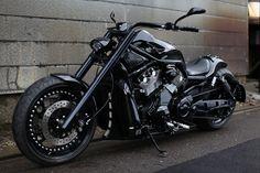 Custom Harley Davidson V-ROD ---nice ride. Custom Choppers, Custom Harleys, Custom Bikes, Harley Night Rod, Hd Fatboy, V Rod Custom, Motos Harley Davidson, Cool Motorcycles, Hot Bikes