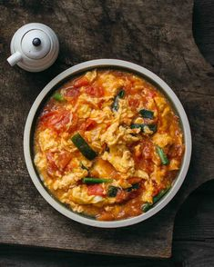 Stir-fried Tomato and Egg (番茄炒蛋) - adamliaw.com Stir Fry Tomatoes, Fried Tomatoes, Vegetable Dishes, Vegetable Recipes, Healthy Eating Books, Tonkatsu Sauce, Asian Recipes, Ethnic Recipes, Chinese Recipes