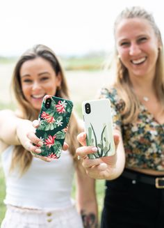 Beautiful summer and tropical phone cases and MacBook skins made in Canada with top quality materials! Choose for a variety of designs and discover why these KaseMe phone cases are the best cases in Canada! Available for Apple products (iPhones and MacBook), Samsung Galaxy, LG, and Google Pixel. Shop protective and fashion phone cases today for women and men! Apple Laptop Macbook, Macbook Skin, Apple Products, Iphone Phone Cases, Iphone 8 Plus, Summer Collection, Tech Accessories, Samsung Galaxy, Slim