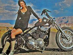 @EmanueleSpozio: Girl and bike pic.twitter.com/y0a01PNAB0
