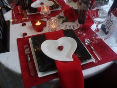 Are you hosting a Valentine dinner party this year? Or maybe you are looking for ideas on how to create a romantic table for two f. Romantic Table, Romantic Dinners, My Funny Valentine, Valentine Day Love, Valentines Day Dinner, Valentines Day Decorations, Red Dinnerware, Surprises For Her, Romantic Surprise