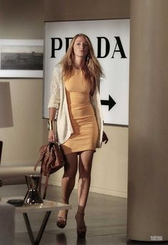 Serena Van Der Woodsen, played by actress Blake Lively, is Gossip Girl's Style Icon. She is a blonde goddess & looks perfect and flawless w. Gossip Girls, Moda Gossip Girl, Gossip Girl Serena, Estilo Gossip Girl, Gossip Girl Outfits, Gossip Girl Fashion, Gossip Girl Style, Gossip Girl Vanessa, Fashion Tv