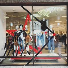 Instagram 上的 Alderwood Visual Displays:「 Come and get your must haves ladies and gents! Now at @macys. #visualmerchandising#macysvisual#visualdisplay#display#visual#macyswindows#windows#macys 」