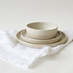 Offwhite handmade ceramic dish set with plates and bowl. Cool texture and color pattern.  #Ceramic #Ceramics #Stoneware #CeramicDishes #CeramicDishSet #CeramicPlates #CeramicBowls