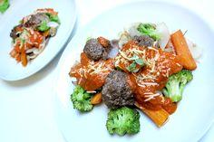 Italienske kødboller i tomatsauce med lækkert grønt