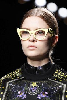 Givenchy...ah carajo se pusieron de moda las guarias moradas?