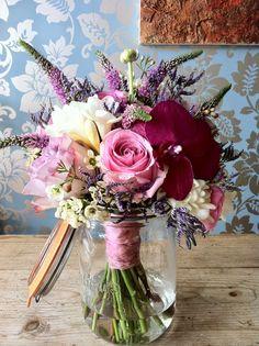 Campbell's Flowers Glass Vase, Bouquet, Table Decorations, Flowers, Vintage, Home Decor, Decoration Home, Room Decor, Bunch Of Flowers