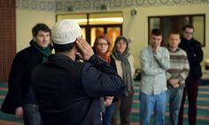 Serbuan Pertanyaan Non-Muslim Saat Visit My Mosque Day :http://adichannel.net/trending-topic/serbuan-pertanyaan-non-muslim-saat-visit-my-mosque-day/