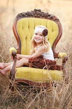 58 ideas for wedding vintage chairs photo booths Toddler Photography, Autumn Photography, Photography Props, Vintage Photography, Family Photography, Fall Pictures, Fall Photos, Cute Photos, Cute Pictures