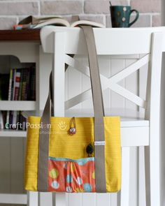 Check out this free sewing pattern on how to sew a bag for your iPad, tablet or laptop.