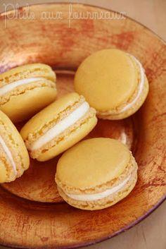 Macarons ganache montée à la mangue Ganache Macaron, Macaron Filling, Macaron Flavors, Bakery Recipes, My Recipes, Sweet Recipes, Cooking Recipes, Macaroon Cake, Vanilla Macarons