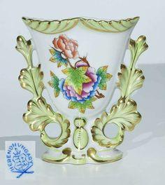 Herend vase. 20th century colored decor Victoria. Height 11.5 cm.  Dealer Auktionshaus Rütten