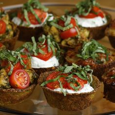 and Parmesan Cup - You can fill these broccoli parmesan cups as you wish. carb -Broccoli and Parmesan Cup - You can fill these broccoli parmesan cups as you wish. Seafood Recipes, Snack Recipes, Cooking Recipes, Snacks, Easy Recipes, Potato Rolls Recipe, Pre Made Meals, Parmesan Broccoli, Delicious Fruit