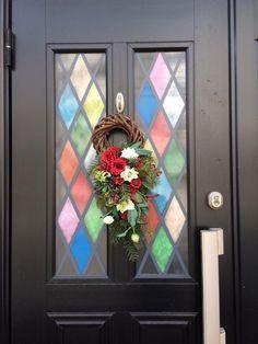 Window, Wreaths, Facebook, Home Decor, Door Wreaths, Deco Mesh Wreaths, Interior Design, Home Interior Design, Windows