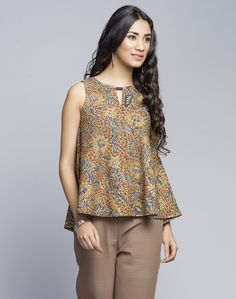 Dress up in this cotton top featuring kalamkari print. Pair it up with our range silver jewellery to complete your casual look. Cotton Key Hole Round neck Sleeveless Hand Wash Separately in Cold Water Short Kurti Designs, Kurta Designs, Blouse Designs, Blouse Patterns, Clothing Patterns, Kalamkari Tops, Kalamkari Dresses, Indian Tops, Tandoori Masala
