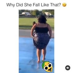 That was sad! Funny Black Memes, Stupid Funny Memes, Funny Relatable Memes, Funny Tweets, Haha Funny, Funny Cute, Hilarious, Funny Short Videos, Funny Video Memes