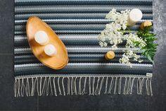 Harmaasävyinen Kehrääjä-matto Design, Aesthetics