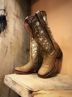 "Women's Floral Embroidery Cowgirl Square Toe Boots ( Tan ) Western Cowgirl Boots Color ( Tan ) Toe Shape ( Square ) True To Size Embroidery Detail Shaft Height 12 "" Heel Height 1 Tan Boots, Ankle Boots, Cool Boots, Casual Boots, High Boots, Casual Outfits, Cute Cowgirl Boots, Cowboy Boots Women, Outfits With Cowgirl Boots"