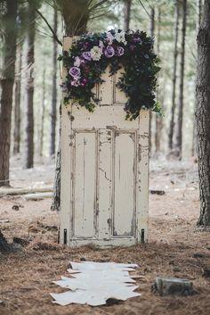 38 Popular Wedding Flowers Decor Your Guests Will Enjoy – Oh Wedding Lady Forest Wedding, Woodland Wedding, Rustic Wedding, Dream Wedding, Wedding Unique, Wedding Music, Garden Wedding, Boho Wedding, Wedding Ideas