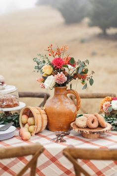 Trade in that girls shopping trip for a little autumn face time like this shindig from Chrissy McDonald and Torrey Fox. Boho Garden Party, Fall Picnic, Brunch Table, Thanksgiving Wallpaper, Baby Shower Fall, Autumn Inspiration, Autumn Ideas, Fall Table, Colors
