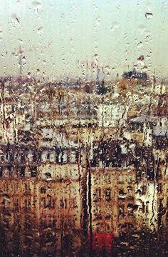 Paris est toujours reconnaissable... même sous la pluie !
