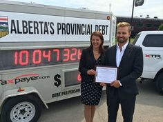 Highwood MLA Danielle Smith signing the Balanced Budget and Debt Free Alberta Pledge with Derek Fildebrandt, Alberta Director of Canadian Taxpayers Federation. #ableg #abpoli #Alberta