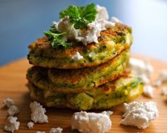 Broccoli-pandekager med gedefeta, citron og persille   JulieKarla