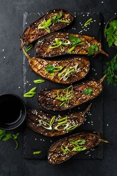 Cooking eggplant: 5 easy recipes with eggplant - cuisine - Asian Recipes Cooking Eggplant, Eggplant Recipes, Snack Recipes, Cooking Recipes, Healthy Recipes, Easy Recipes, 100 Calorie Meals, Snacks Under 100 Calories, Healthy Sweet Snacks