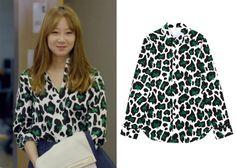 "Gong Hyo-Jin 공효진 in ""It's Okay, That's Love"" Episode 1.  Push Button Doggies Playing Leopard Cotton Shirt #Kdrama #ItsOkayThatsLove 괜찮아, 사랑이야 #GongHyoJin"