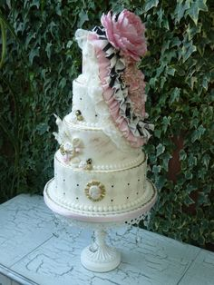 https://flic.kr/p/awMfbw | Bella | Vintage inspired wedding cake.