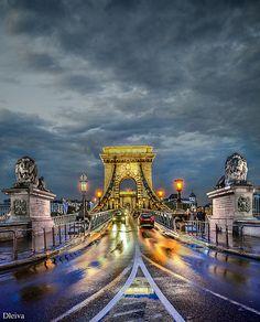 Bajo la lluvia en el Puente de las Cadenas (Budapest)