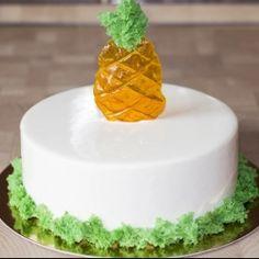 Муссовый торт с зеркальной глазурью с кокосом и ананасом Pineapple Coconut, Mousse Cake, Cream Cake, Cake Recipes, Bakery, Deserts, Food And Drink, Birthday Cake, Cooking Recipes
