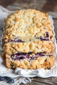 Moist quick bread stuffed full of fresh blueberries! This easy blueberry bread recipe is made extra special with the addition of a buttery sugar streusel. Quick Bread Recipes, Sweet Recipes, Cooking Recipes, Blueberry Bread Recipes, Blueberry Cornbread, Blueberry Biscuits, Blueberry Banana Bread, Cooking Bread, Blueberry Desserts