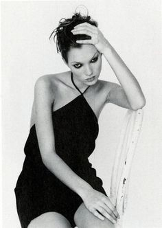 Love the little black dress Kate Moss, Photography Corinne Day, 1993 Matt Dillon, Mario Sorrenti, Ella Moss, Kate Moss Stil, Moss Fashion, Trendy Fashion, Fashion Models, High Fashion, Heroin Chic