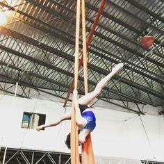 Tuesday flow day! #circus #aerialist #blackaerialist #acrobat #circuseverydamnday #backbend #climb #strong #aerialinspiration #blackgirlspole #blackartistsmatter #notyoga #circusinspiration #silks #tissu